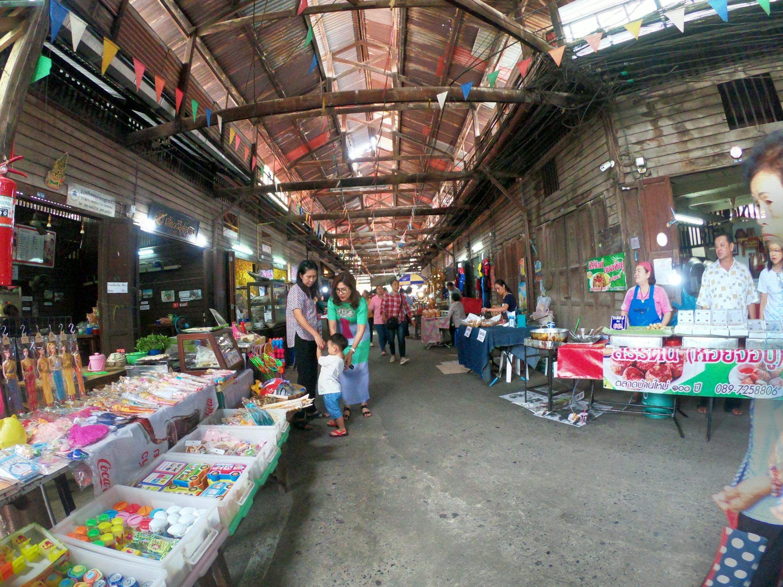 バーンマイ市場