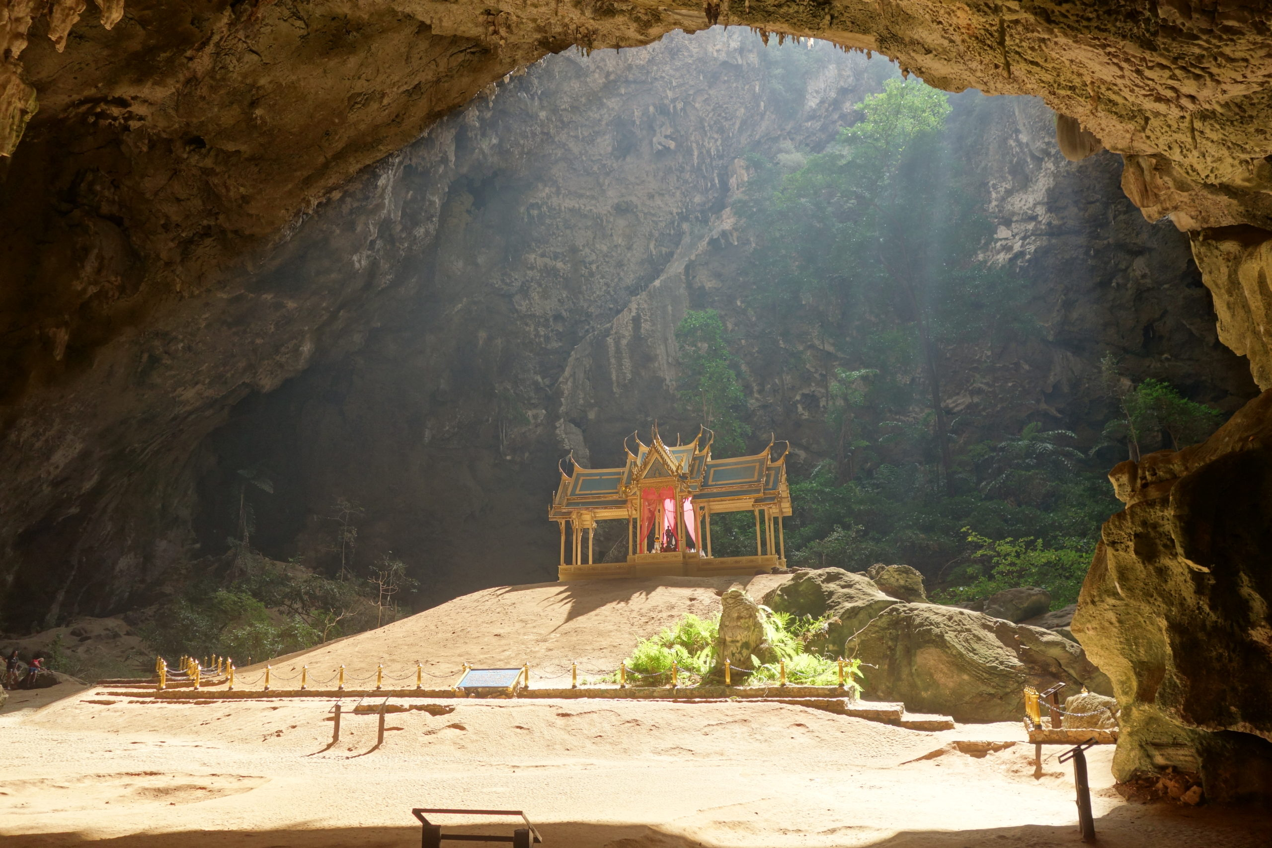 Tham Phraya nakhon