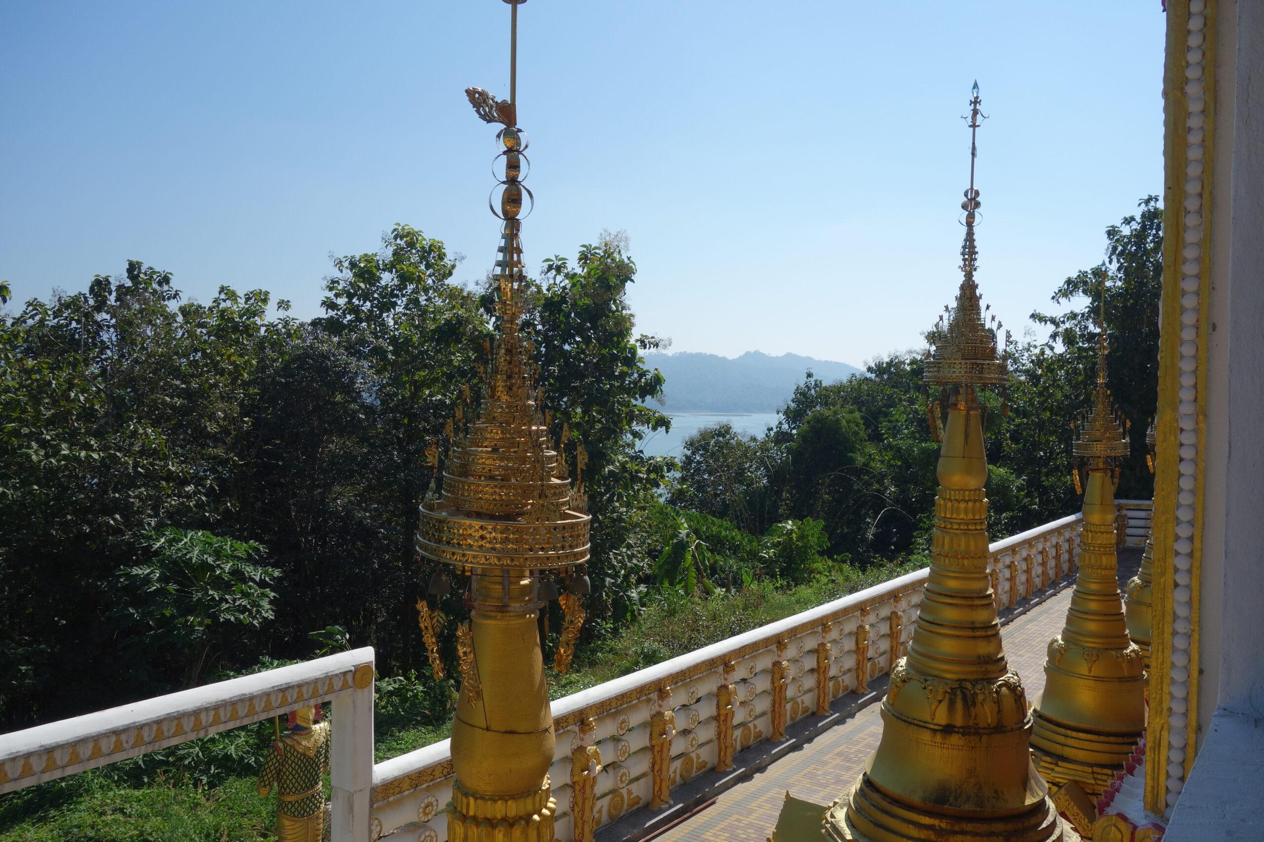 Thai Sangkhlaburi Chedi Phutthakhaya